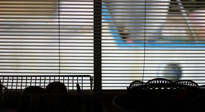 Raumtemperatur und relative Luftfeuchtigkeit im Sommer in Wohnräumen senken